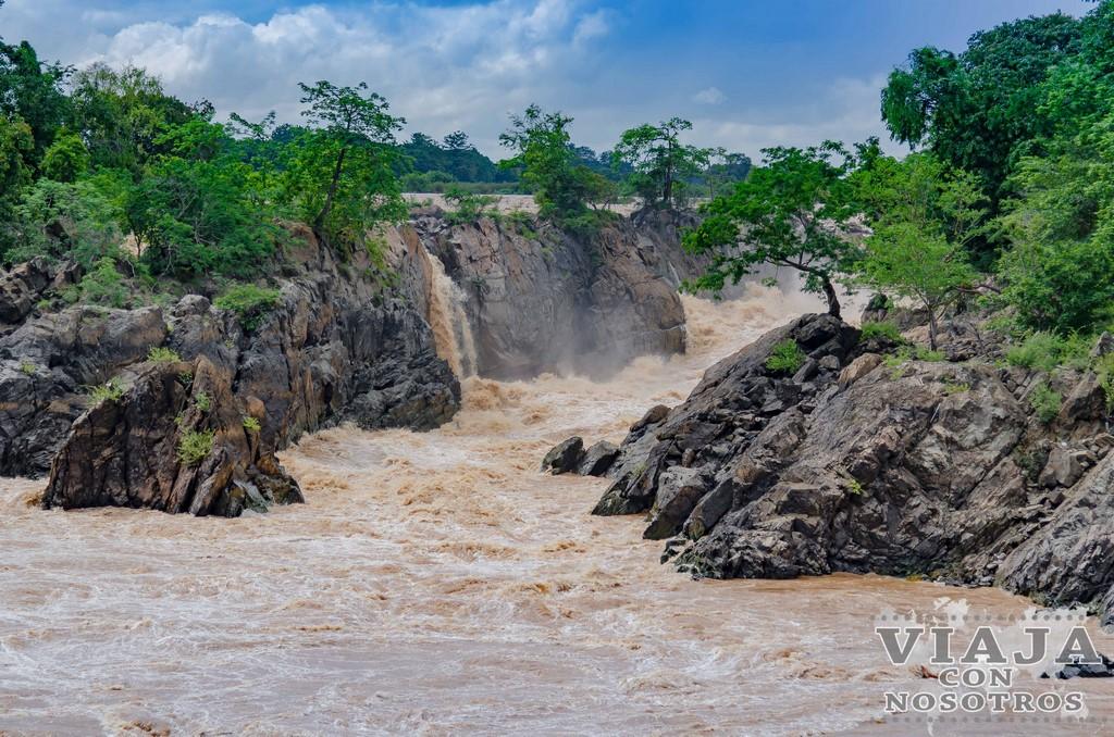 waterfall lhi phi laos