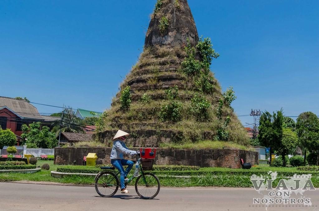 Wat Thatluang Neua vientiane