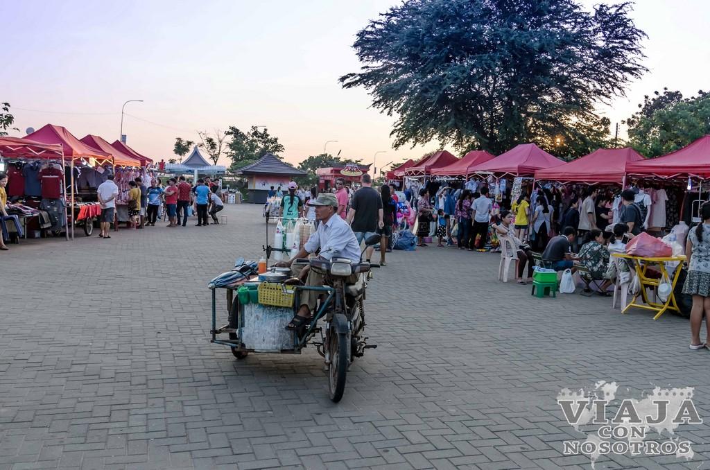 mercados nocturnos en laos