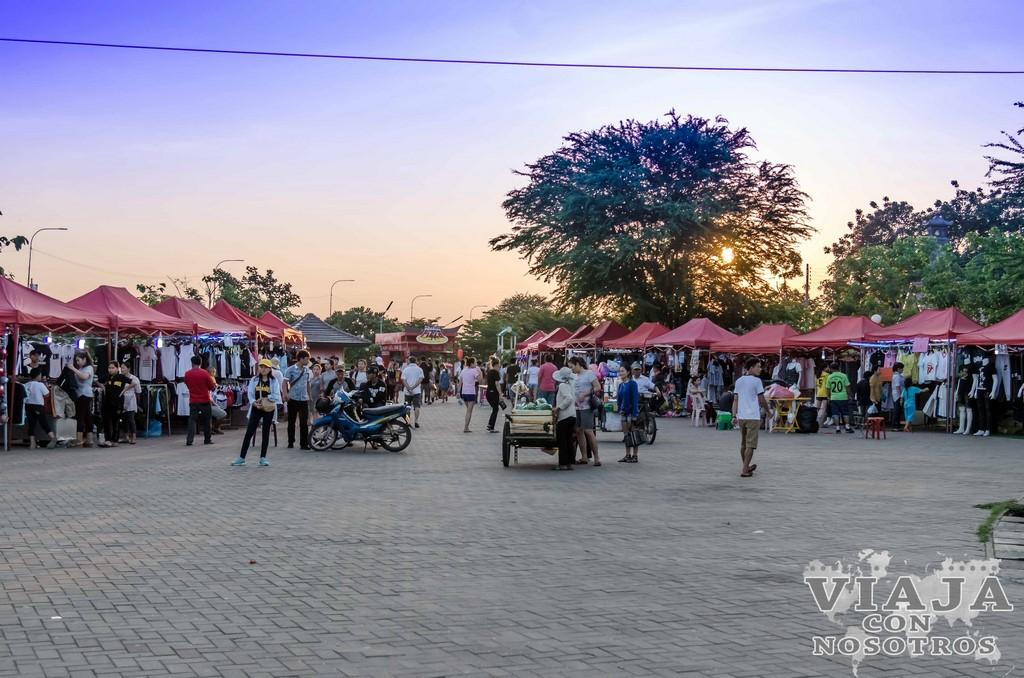 mercado noctuno de vientiane