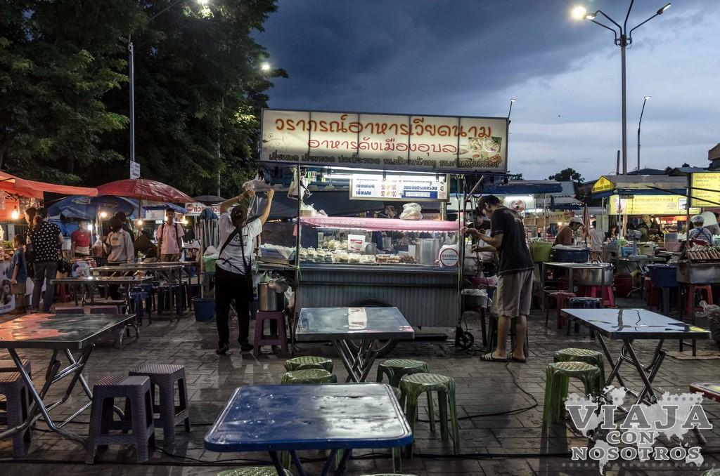 que comer en el mercado nocturno Ubon Ratchathani