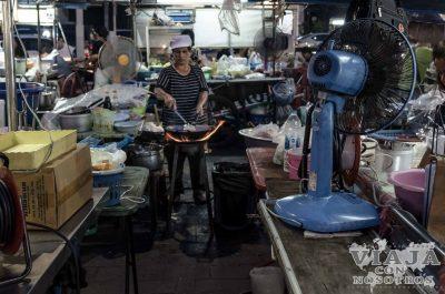 como visitar el mercado nocturno de Ubon Ratchathani