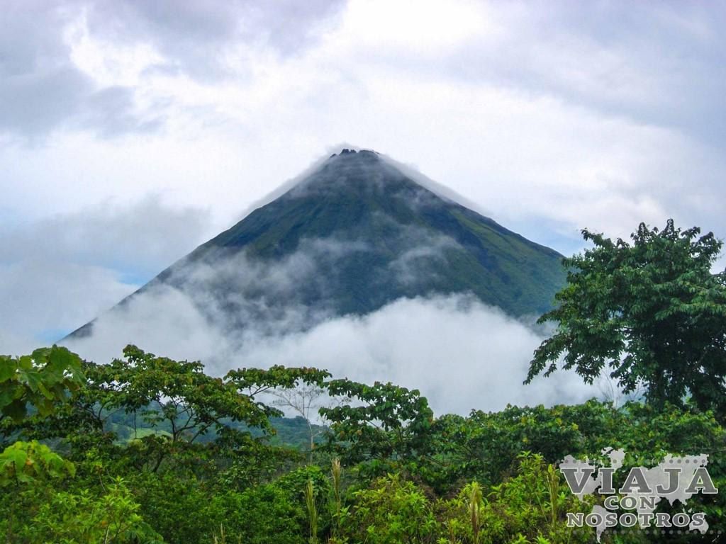 Se puede subir al Volcán Arenal