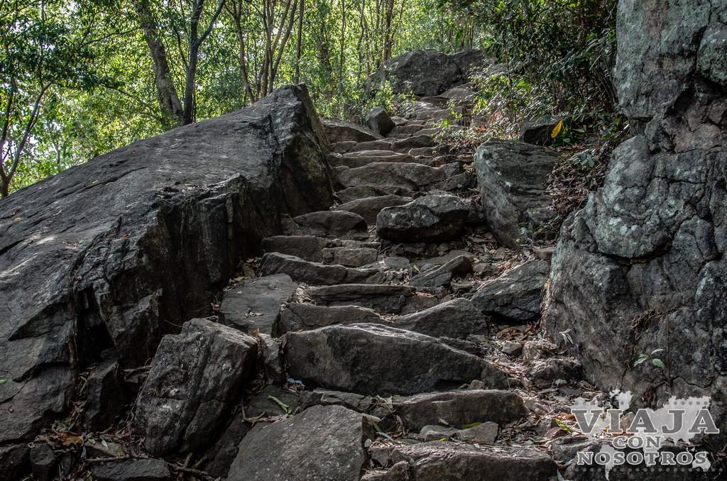 Cuanto se tarda en subir a Pidurangala Rock