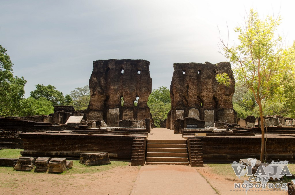 royal palace king parakramabahu Polonnaruwa