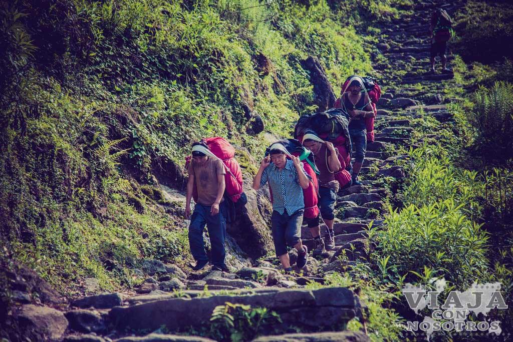 Es necesario porteador para el trekking de los Annapurna