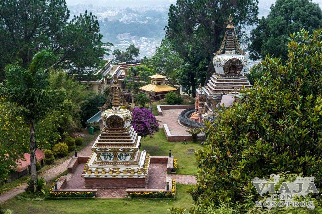 Es recomendables visitar el Monasterio de Kopan de Katmandú