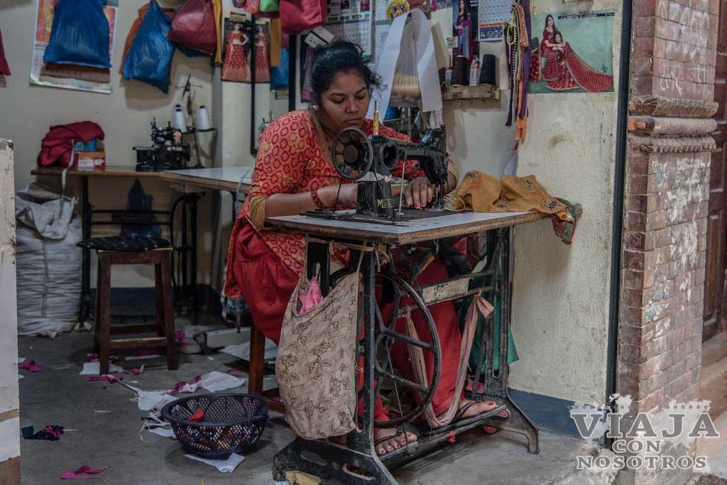Comprar ruedas de plegarías en Nepal