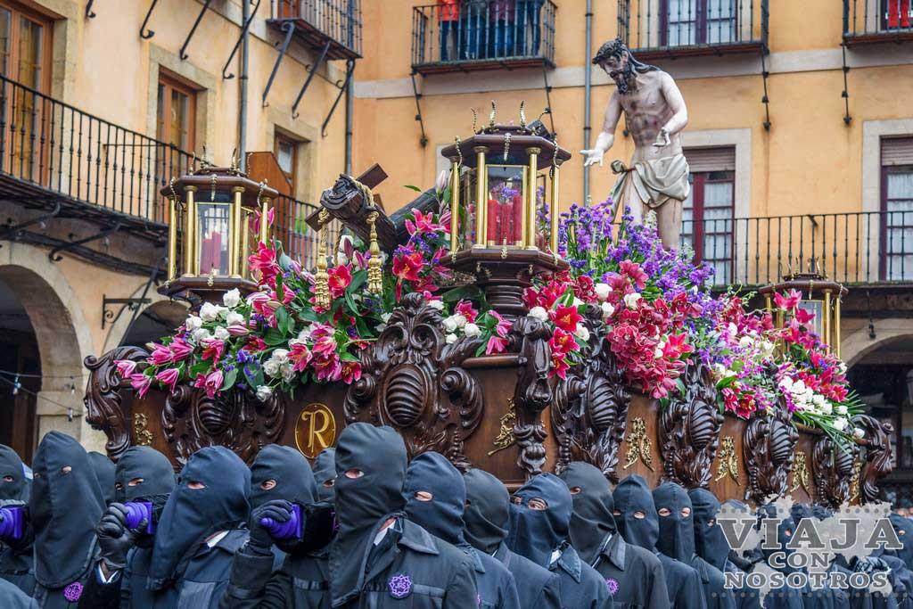 El Expolio, Pasos León